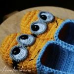 Cadouri handmade: papuci croșetați, model Minion