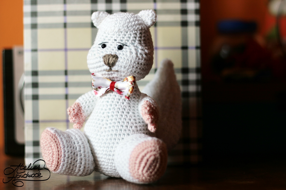 white squirrel crochet amigurumi