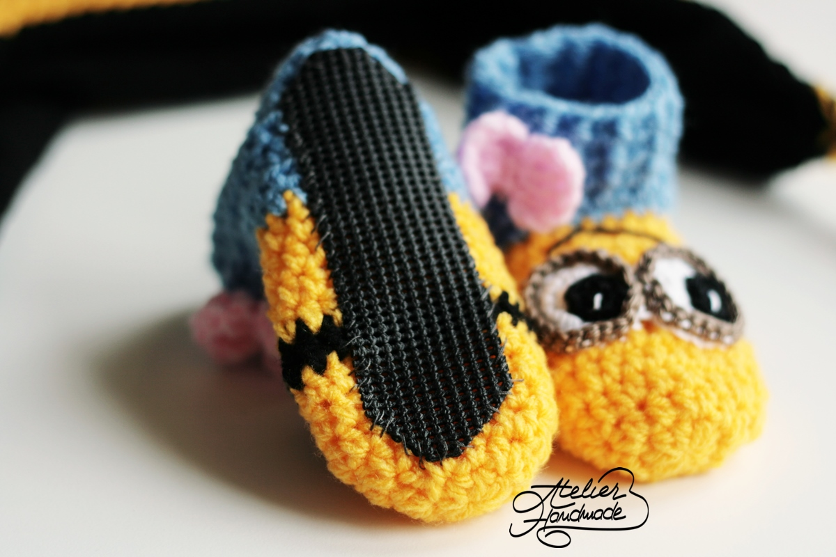 crochet-minion-booties-baby