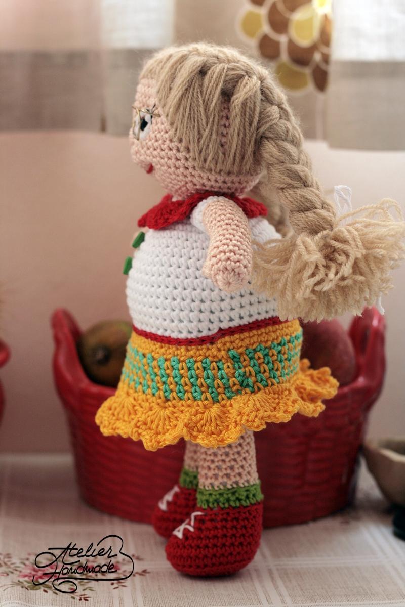 amigurumi-doll