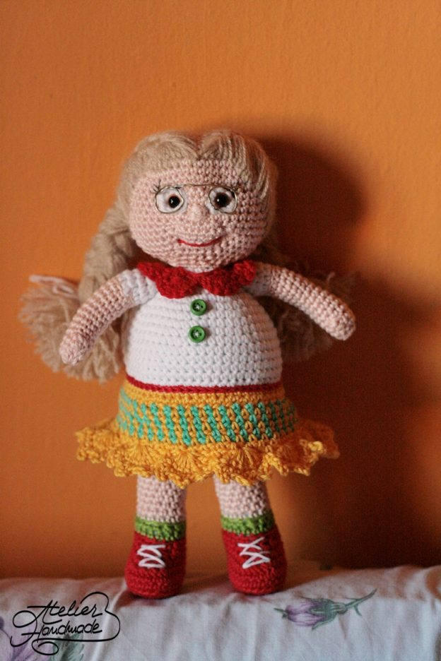 Amigurumi Doll: Nadia, the librarian