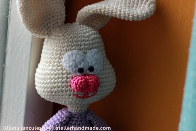 Crochet Bunny Pattern: Zoe, the shy / Zoe cea timida